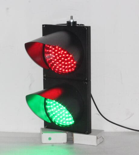 The function of 200mm traffic signal light