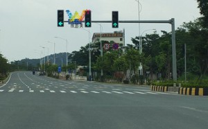 Traffic lights at the intersection of Zengcheng New City