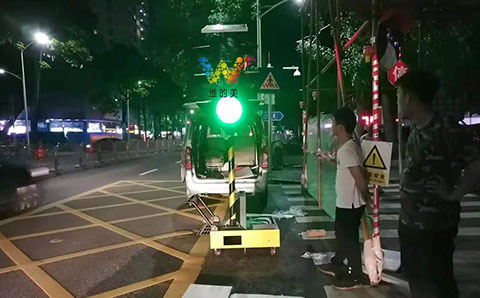 Temporary mobile traffic lights installed in Yantian