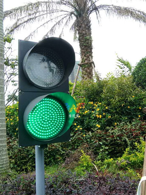 Traffic light use at golf course