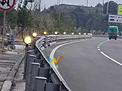high-speed-anti-fog-traffic-lamps-2