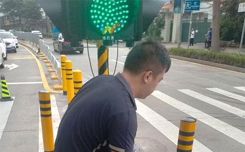 portable-led-traffic-light-8